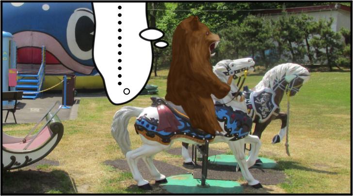 白馬にまたがる熊の着ぐるみを着たおじさん